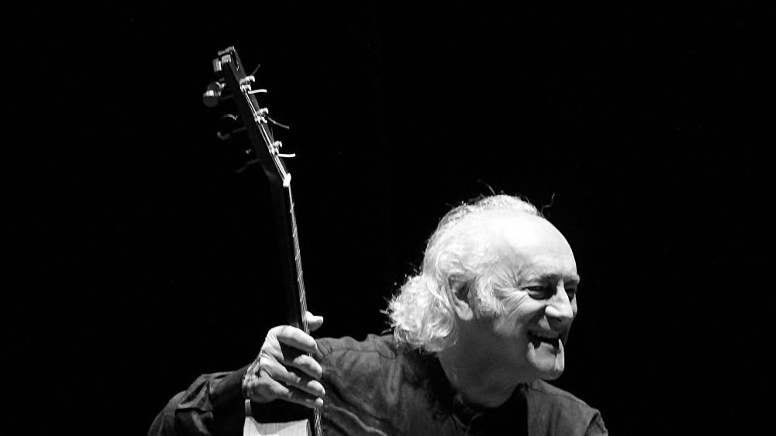 Al recital que oferirà Amancio Prada aquest divendres a l'església de Sant Antoni Abat de sa Pobla, estarà acompanyat del violoncel·lista Rafael Domínguez.
