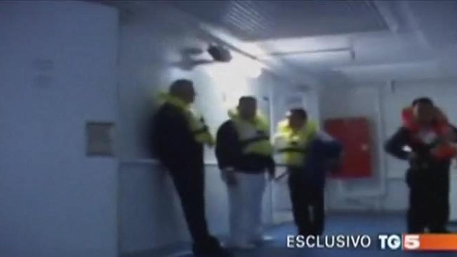 Un vídeo inèdit mostra el caos al Costa Concordia una hora després de l'accident