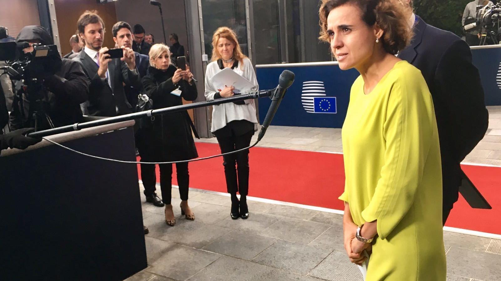 La ministra de Sanitat, Dolors Montserrat, aquest dilluns a Brussel·les abans de l'inici de la reunió per escollir la nova seu de l'EMA.