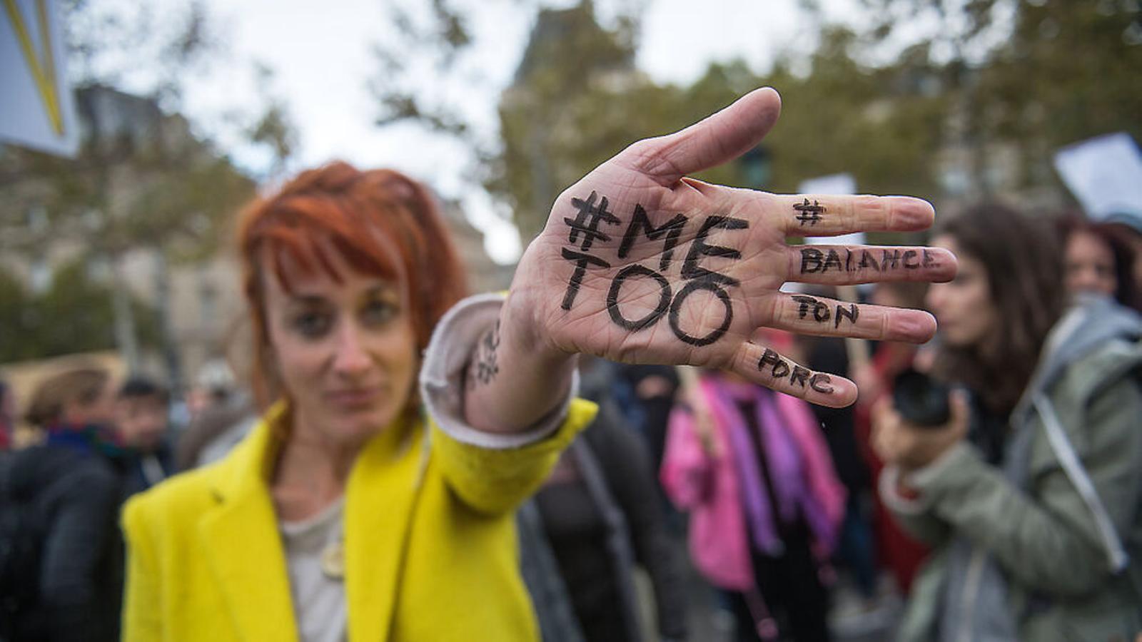 Una participant a a una manifestació feminista