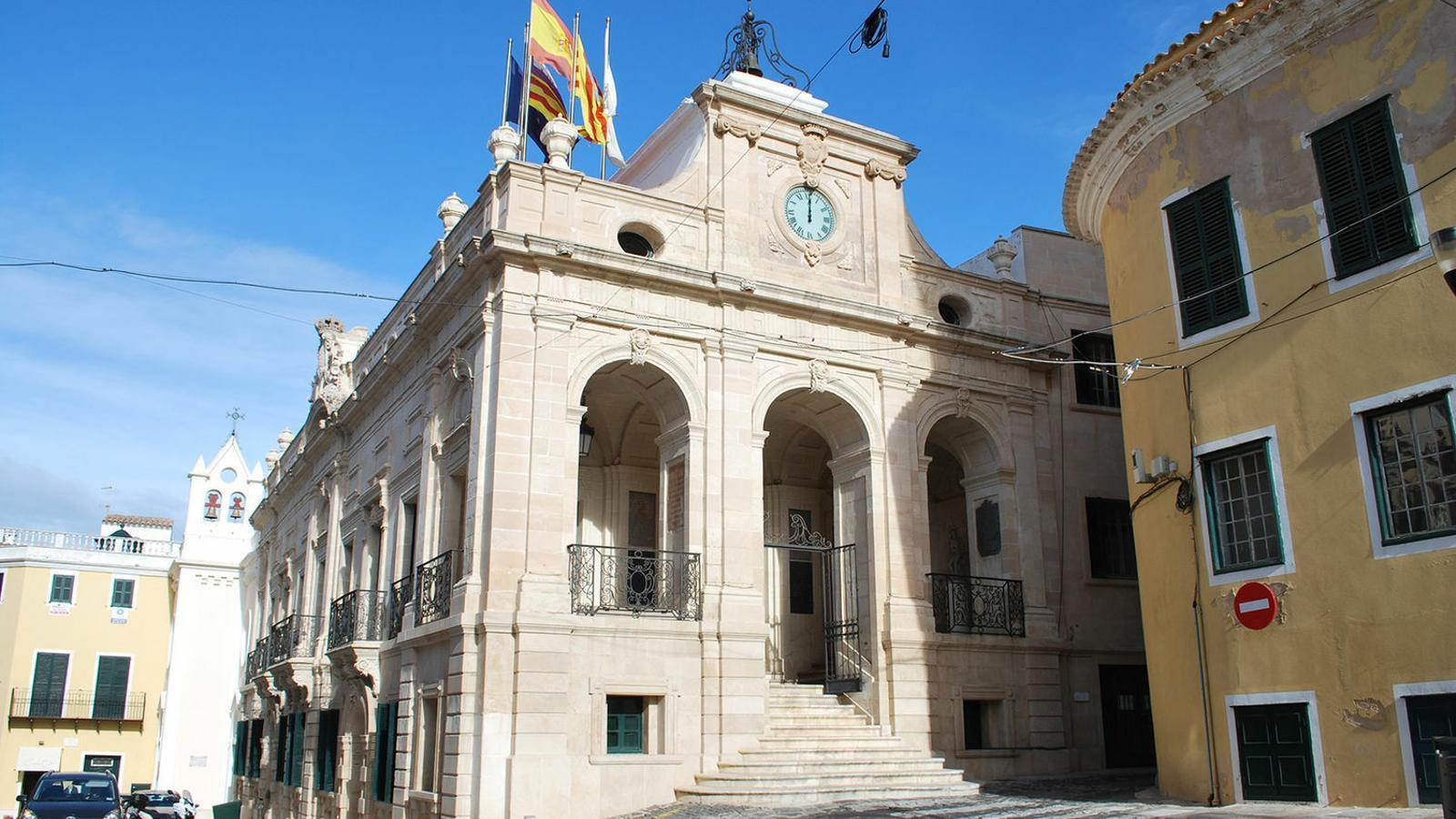 L'Ajuntament de Maó va demanar un informe a la Comissió perquè l'òrgan decidís el futur de les restes franquistes que hi ha en el municipi.