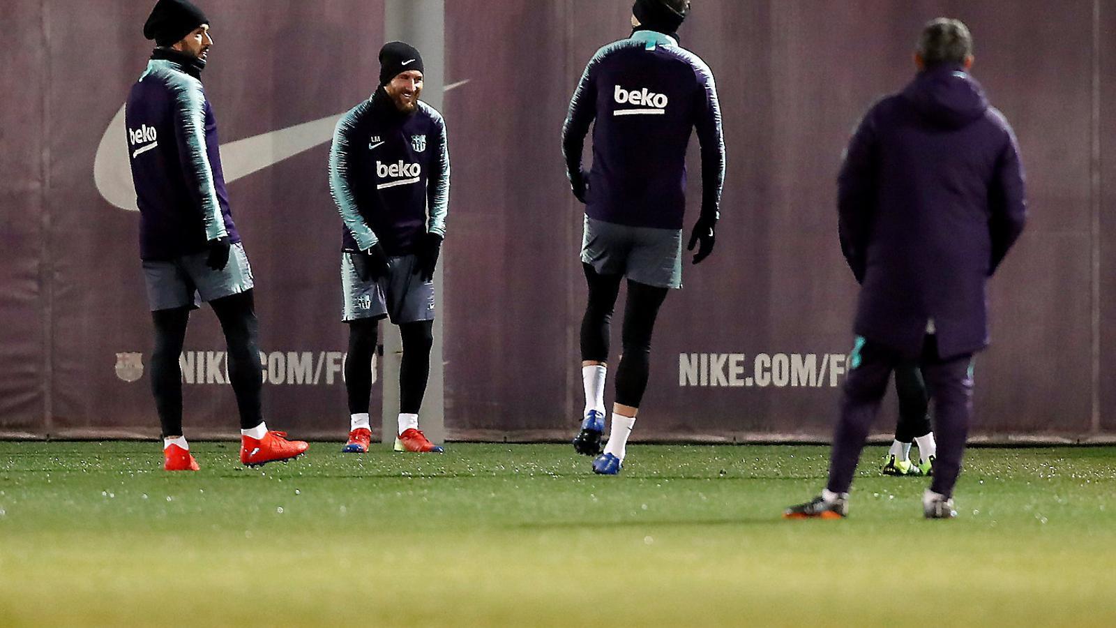 Cares somrients en l'últim entrenament del Barça abans de rebre el Leganés aquest vespre al Camp Nou.