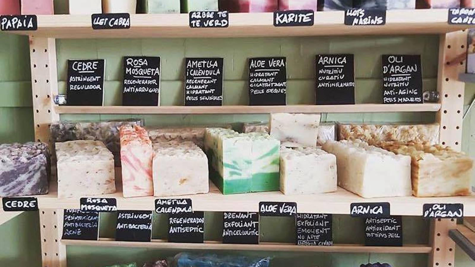 Sabons sòlids de la botiga El Gibrell, de Sants
