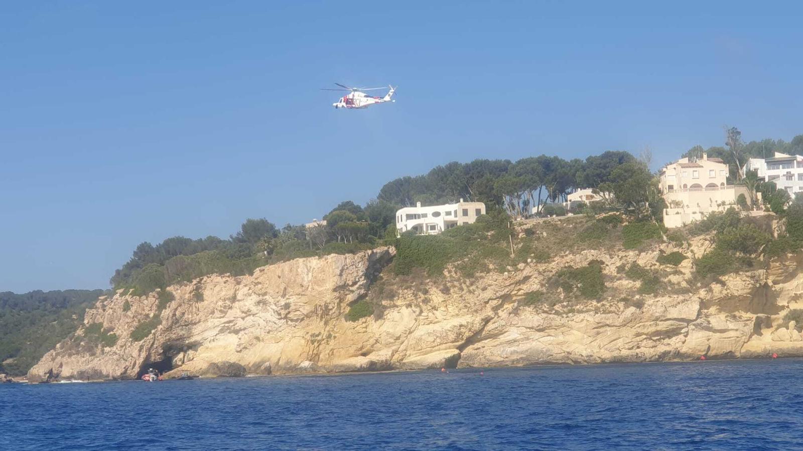 Imatge d'un dels helicòpters durant la recerca de l'home.