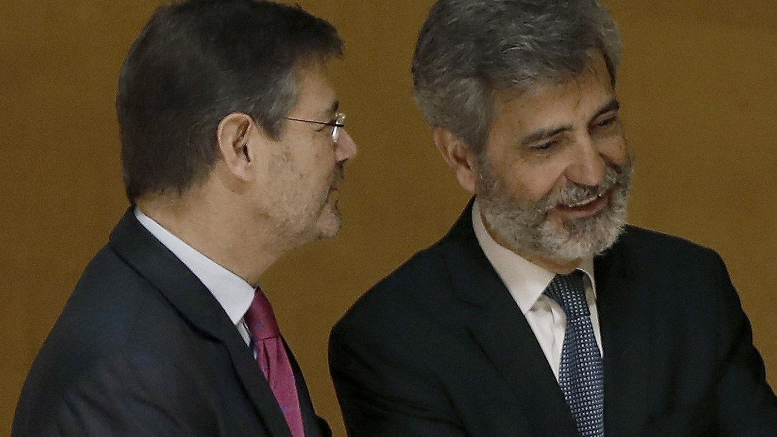 A l'esquerra,  el ministre  de Justícia,  Rafael Catalá,  parlant amb el president del CGPJ i del Suprem, Carlos Lesmes, en un acte de fa tot just un mes  a Barcelona.
