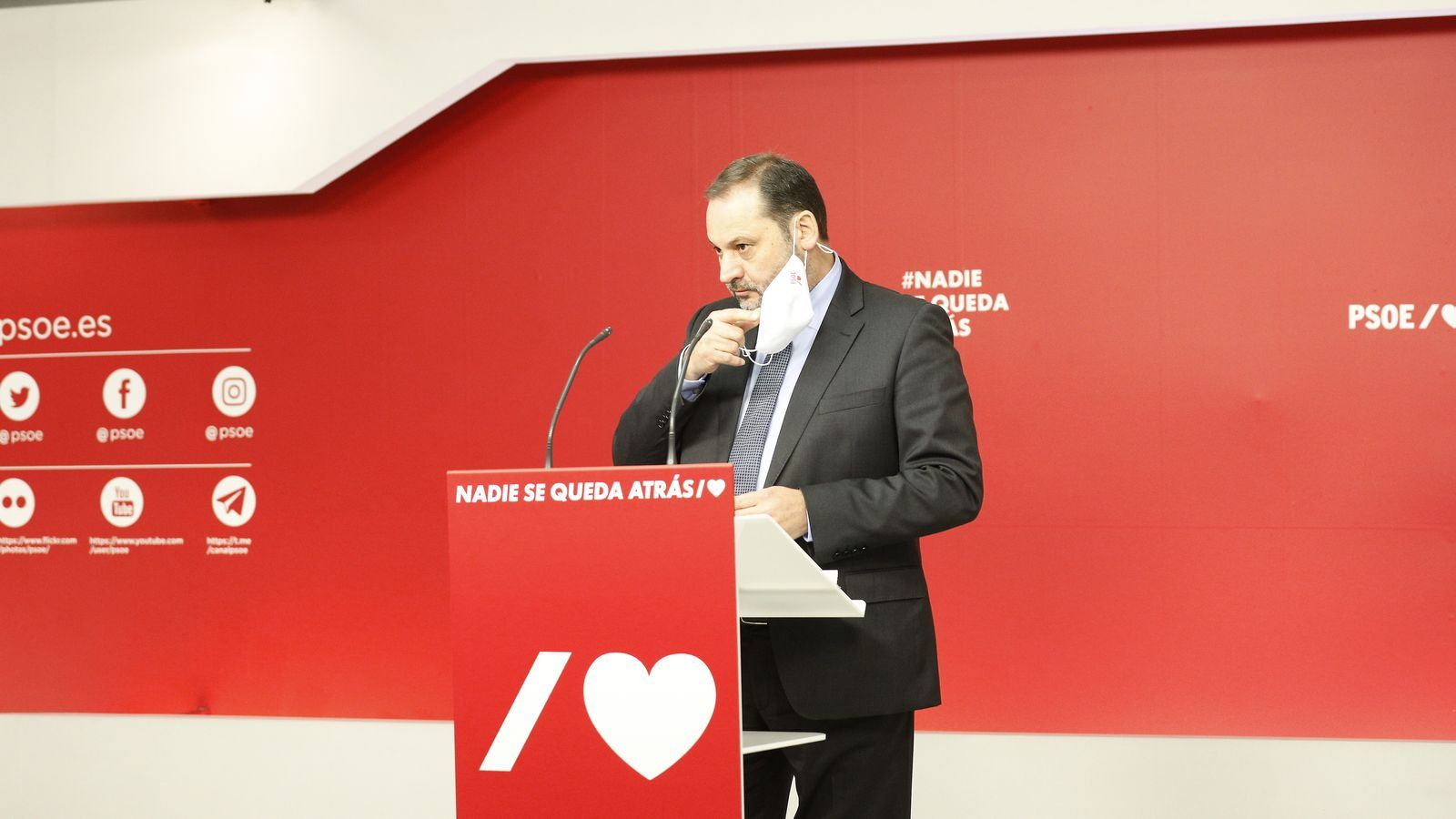 El secretari d'organització del PSOE, el ministre José Luis Ábalos, en roda de premsa des de Ferraz.