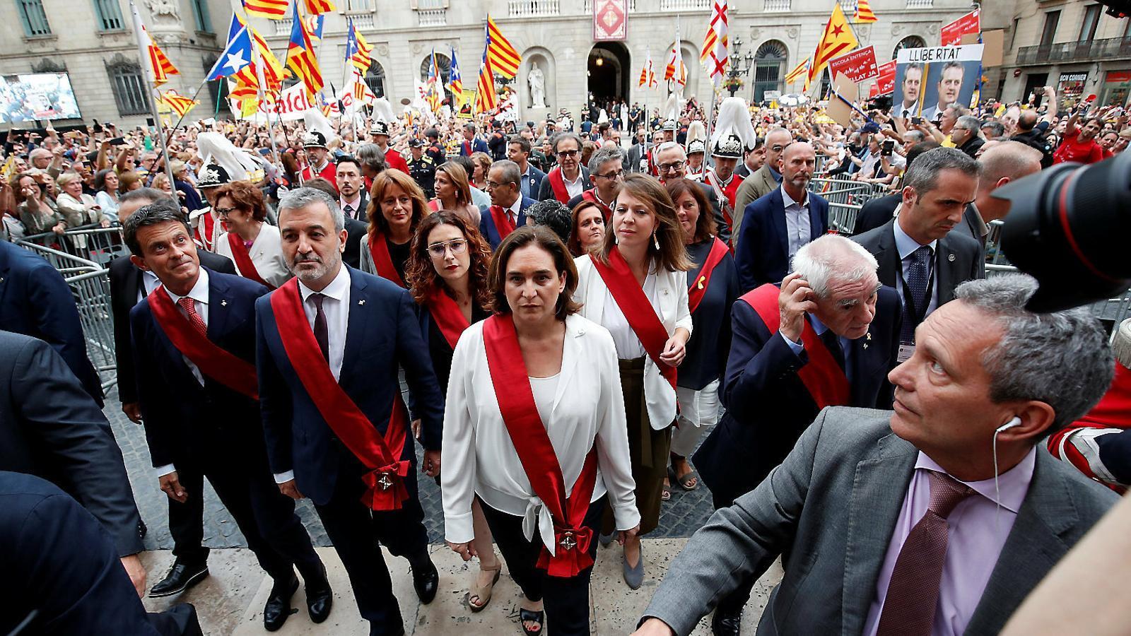 El nou govern Colau: més vots, però dins d'un polvorí