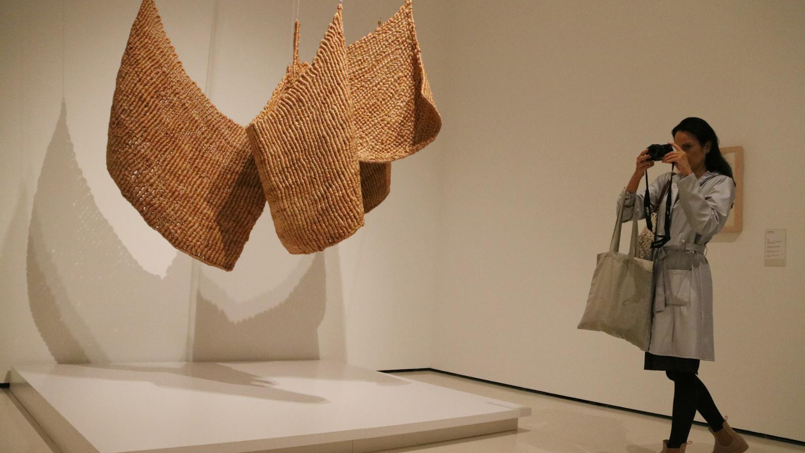 L'obra 'Ens social', d'Aurèlia Muñoz, a l'exposició 'Nuar l'espai' del MNAC