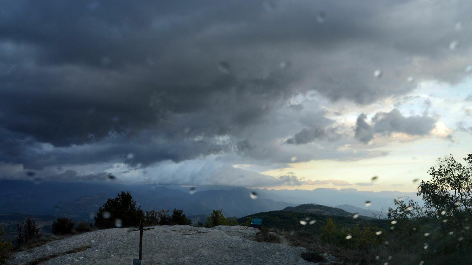 Abundant regada al vessant sud del Pirineu i la neu torna a aparèixer als cims