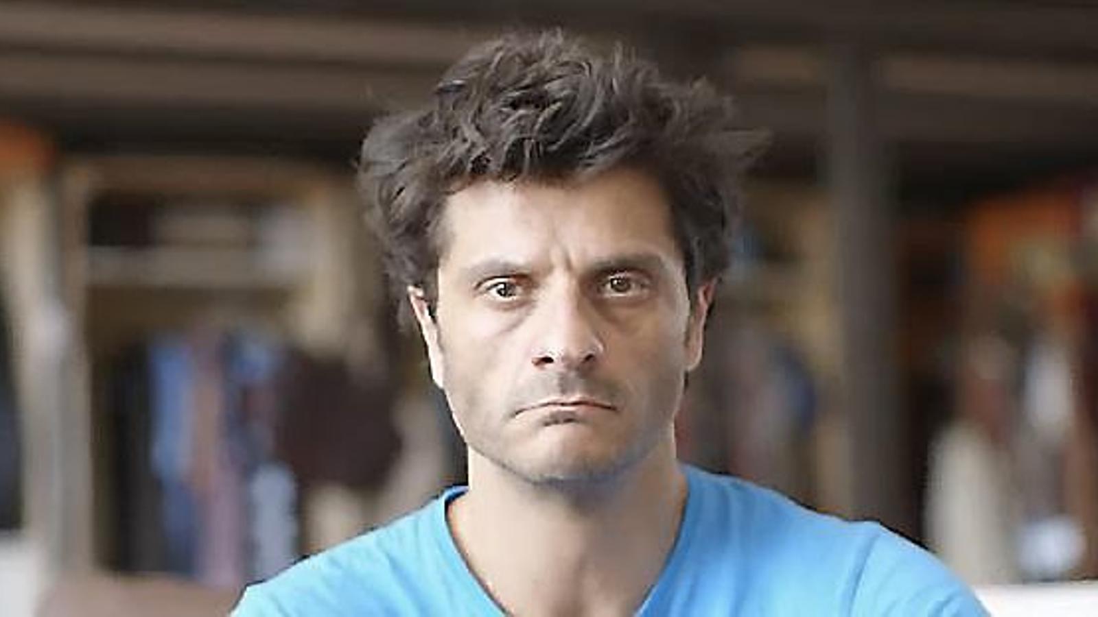 Joel Joan s'interpreta a ell mateix a la sèrie El crac. / TVC