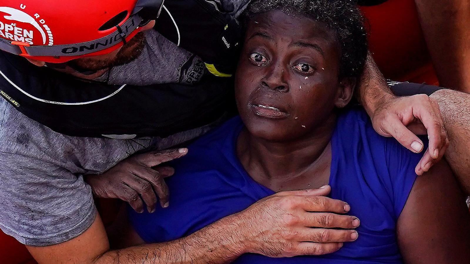 La supervivent de la pastera on van morir una dona i un nen, rescatada per Open Arms.