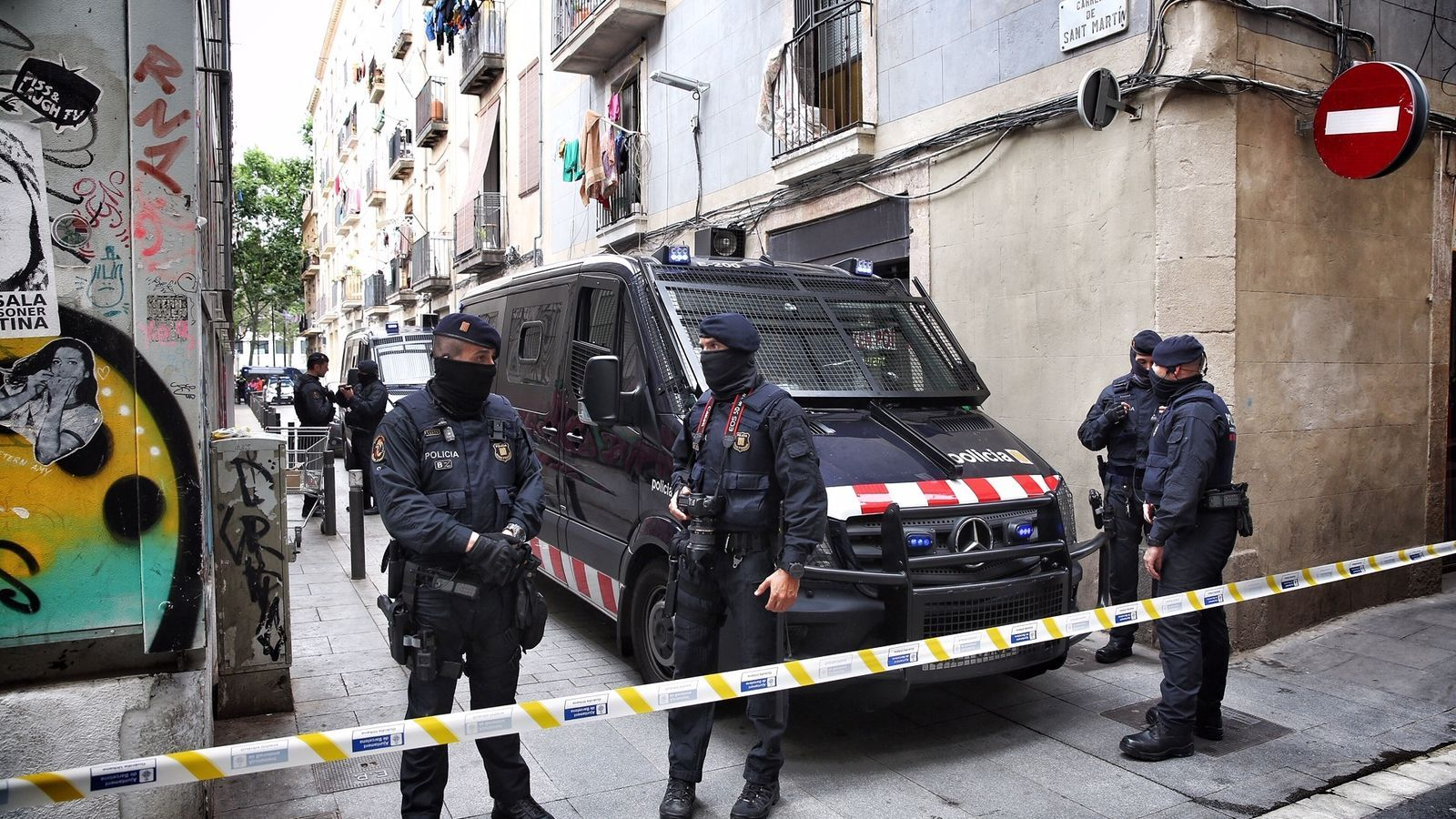 Més de mil agents en la segona macrobatuda contra el tràfic de drogues al Raval de Barcelona en vuit mesos