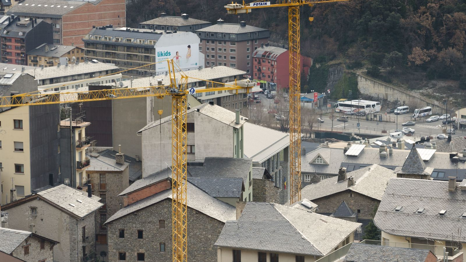 Grues al centre d'Andorra la Vella / D.R.