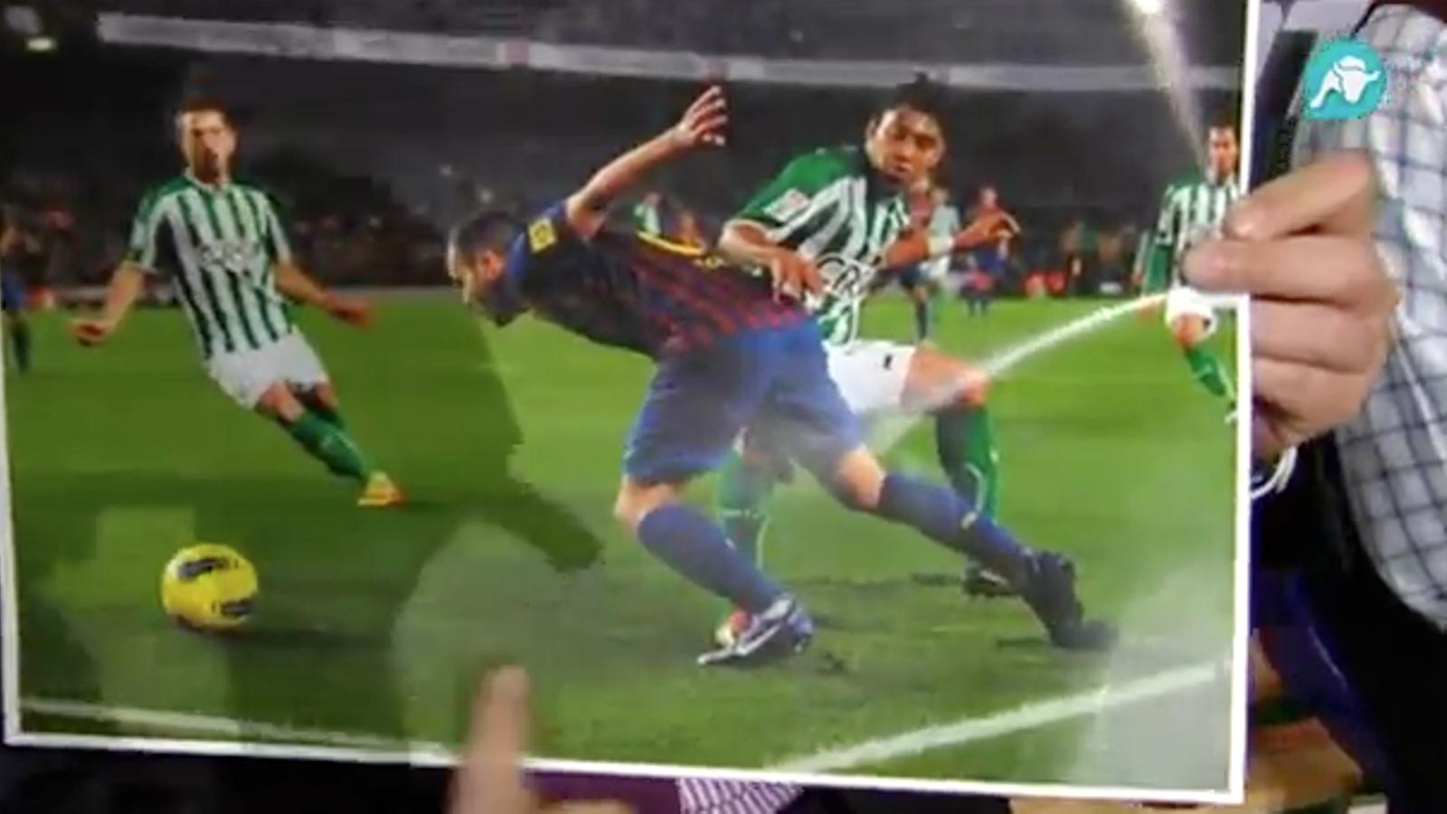 Tomás Roncero diu que Iniesta simula el penal davant el Betis