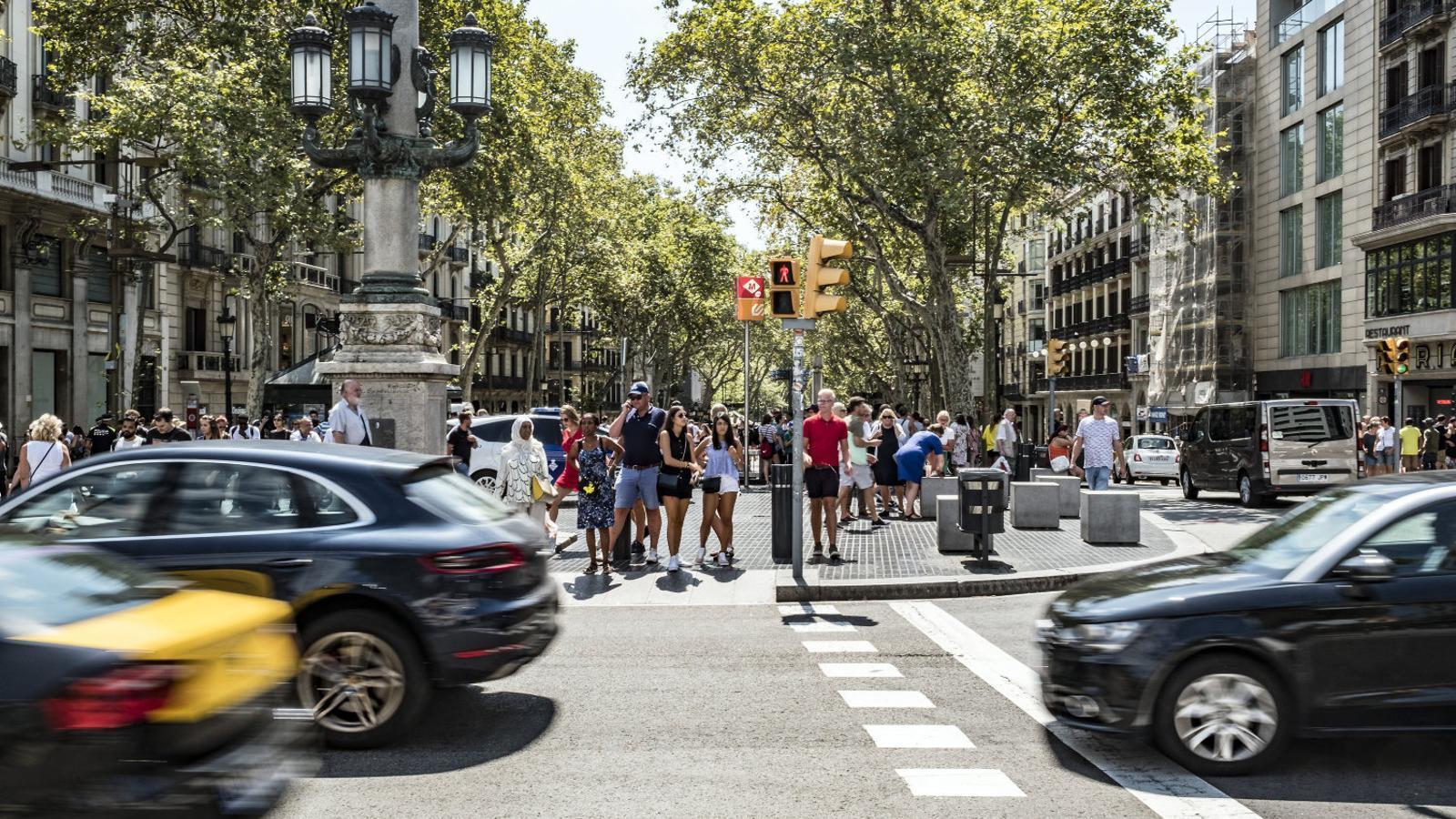 Vista del cap de la Rambla de Barcelona gairebé un any després de l'atropellament múltiple.