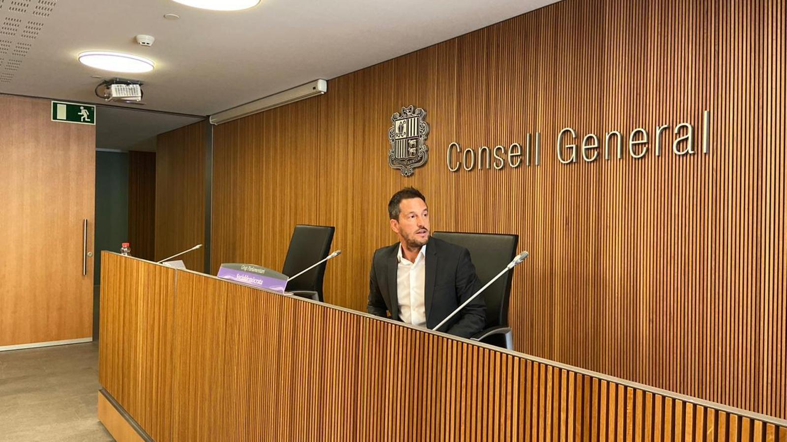 El president del grup parlamentari socialdemòcrata, Pere López, durant la roda de premsa. / PS