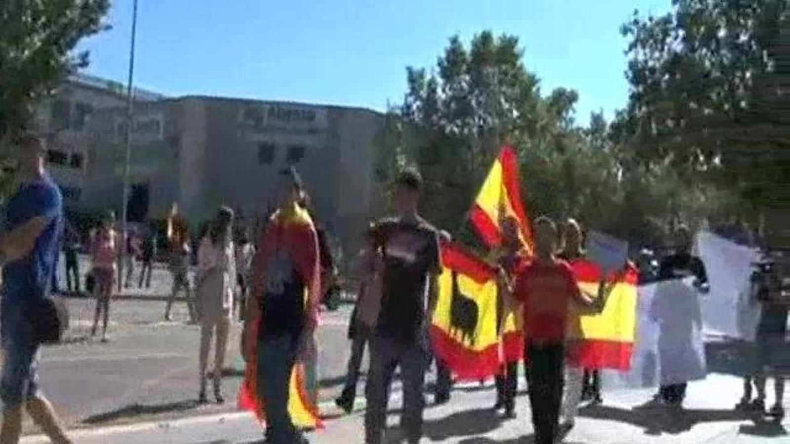 Fora el drap separatista!: concentració a Mataró contra una estelada