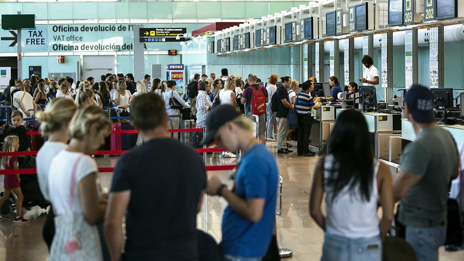 L'aeroport de Barcelona on treballa la Carla Martínez en l'equip de personal de terra d'una aerolínia.