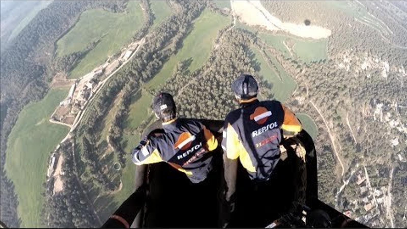 Marc Márquez i Dani Pedrosa arriben a Montmeló en globus
