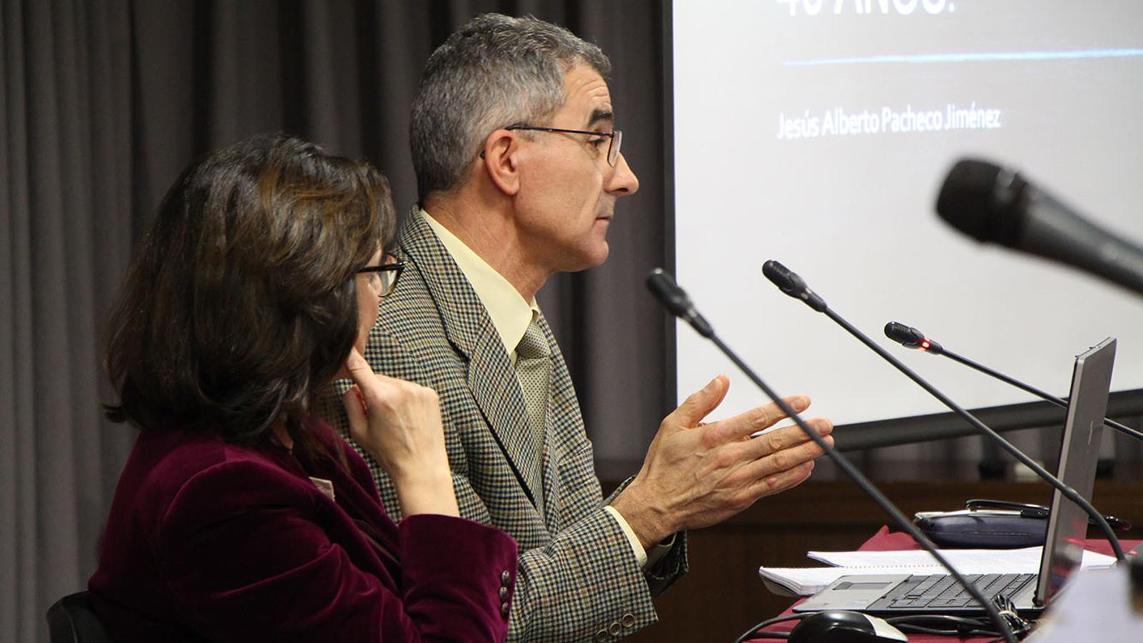 Un moment de la xerrada que ha ofert el doctor Jesús Alberto Pacheco. / M. F. (ANA)