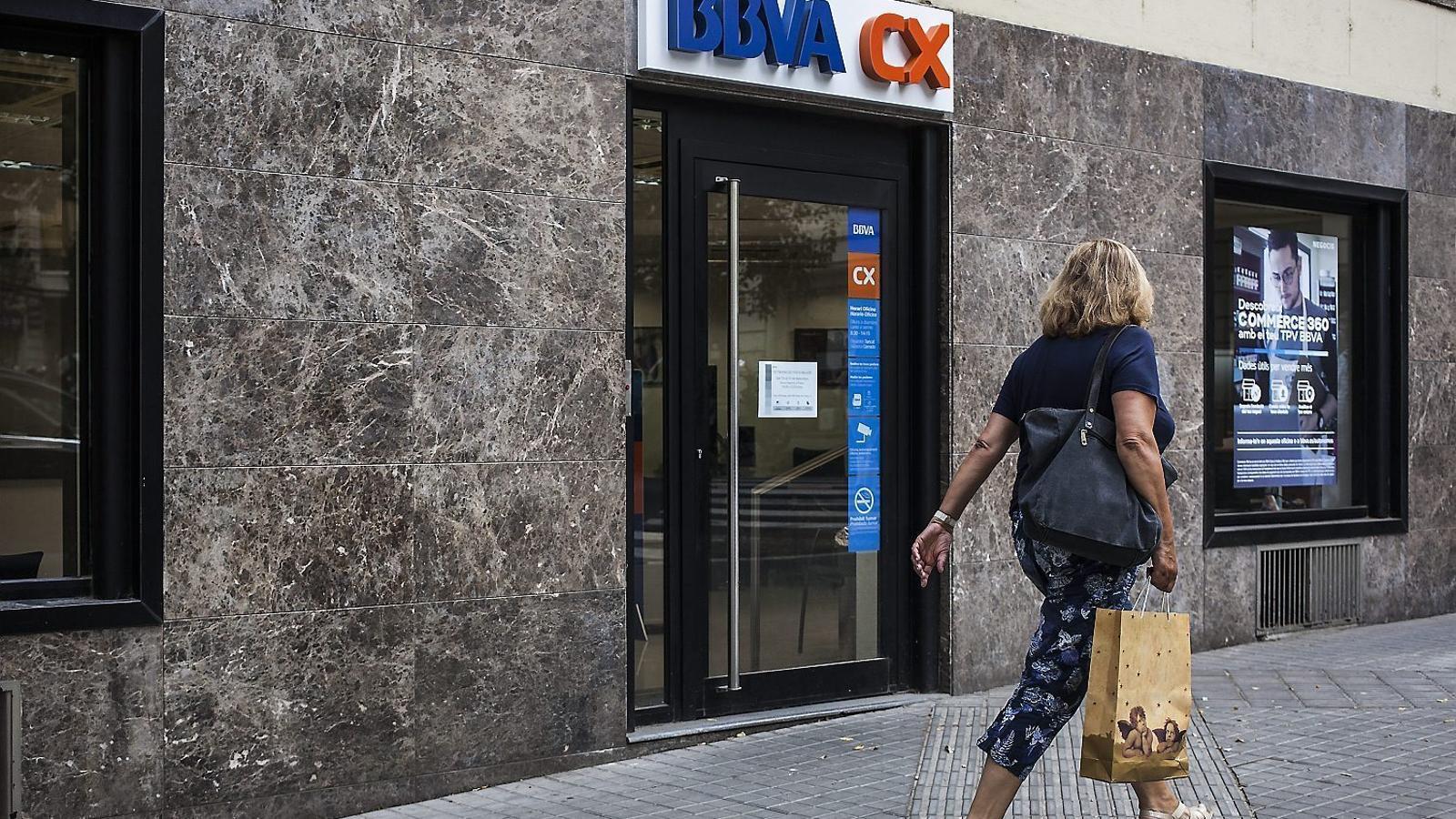 El bbva creix per tancar m s oficines for Bbva oficines barcelona