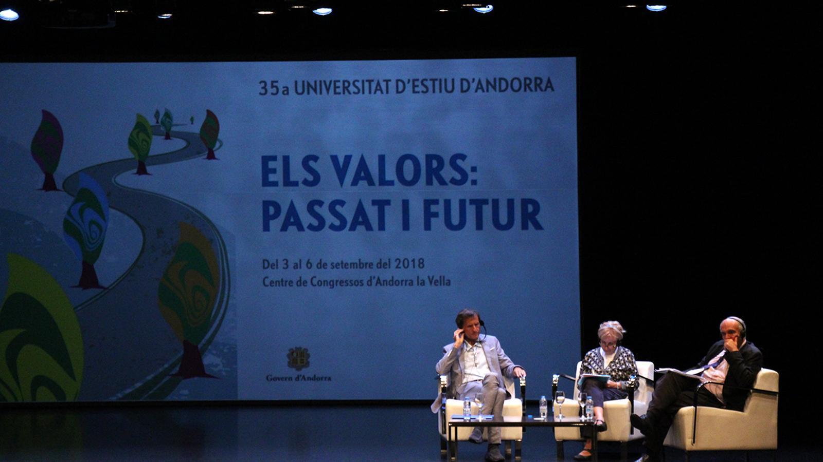 Els ponents de l'últim debat que ha acollit la 35a edició de la Universitat d'Estiu. / M. M. (ANA)