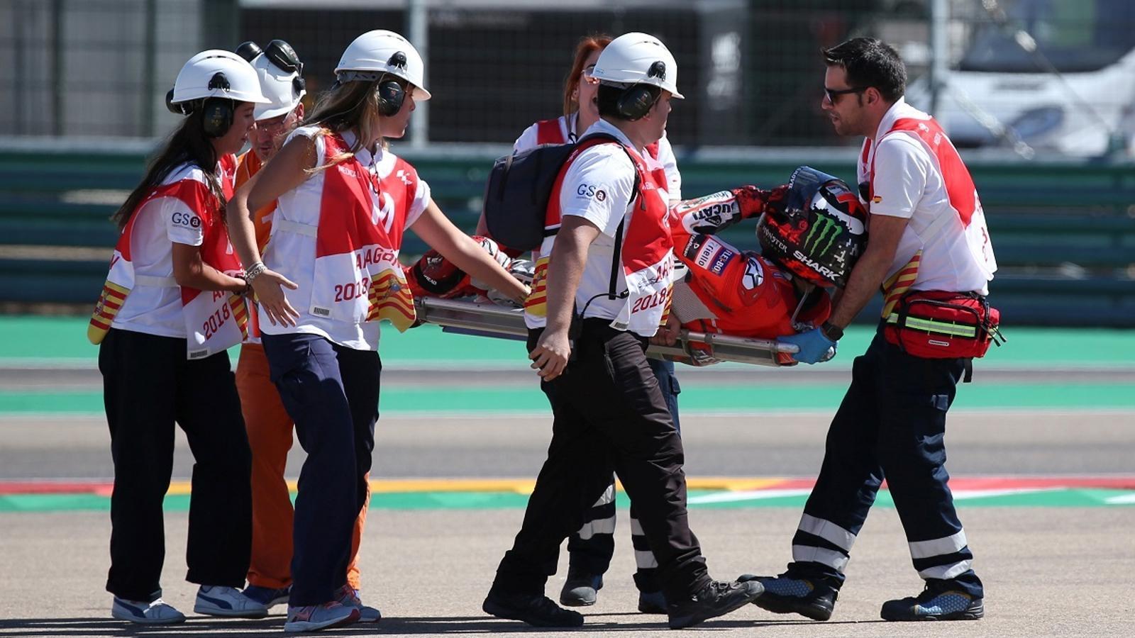 Jorge Lorenzo ha abandonat la pista de MotorLand en llitera després de caure