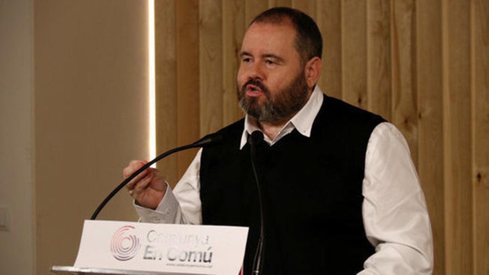 Mena (CatComú) insta Sánchez a prioritzar ERC i PDECat per les negociacions dels pressupostos