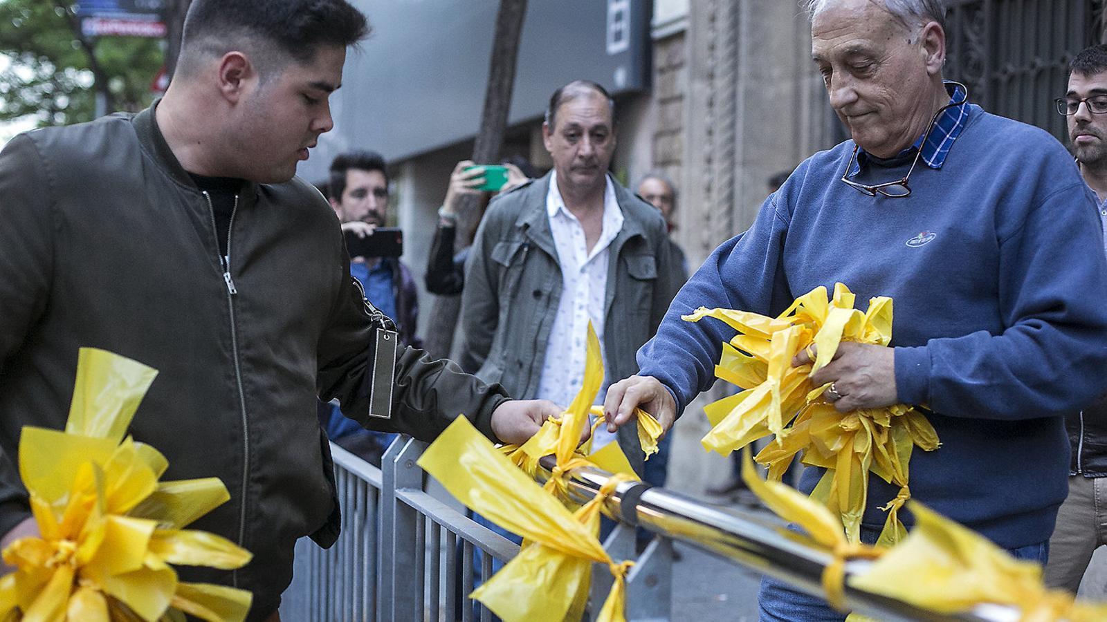 La tensió per la retirada dels llaços grocs arriba a la Junta de Seguretat