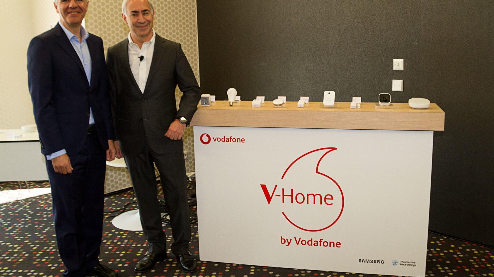El responsable de Samsung a Espanya, Celestino García, i el conseller delegat de Vodafone a Espanya, António Coimbra.