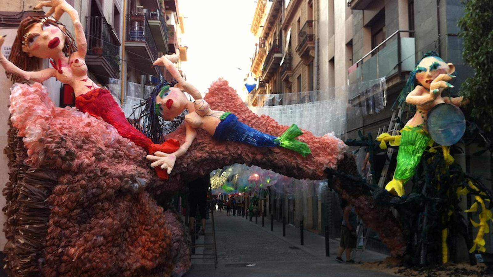 El carrer Verdi, guarnit per a les festes de Gràcia de 2011 / ARA