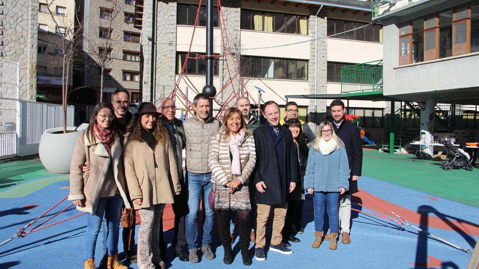 Membres de la candidatura d'En Comú per Andorra la Vella amb el cap de Govern, Xavier Espot, a Ciutat de Valls. / M. F.