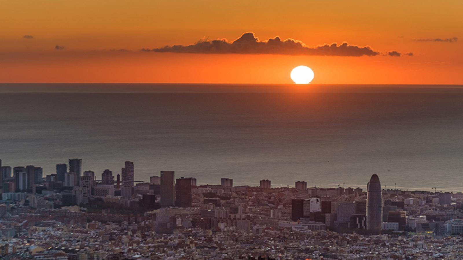 Vivim la llum del dia més tard que en altres parts del planeta