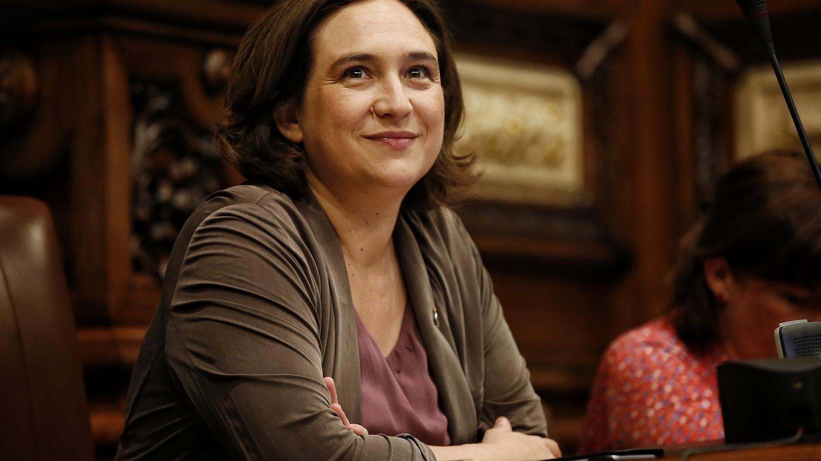 Ada Colau aquest matí a la sala de plens de l'Ajuntament de Barcelona