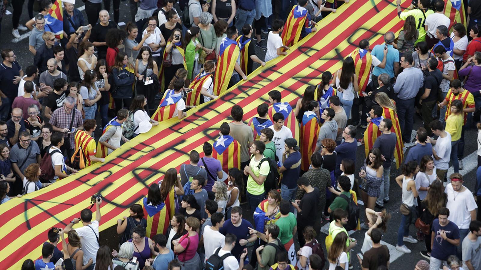 Dignitat i pacifisme mai en prescindirem l 39 actualitat - Placa universitat barcelona ...