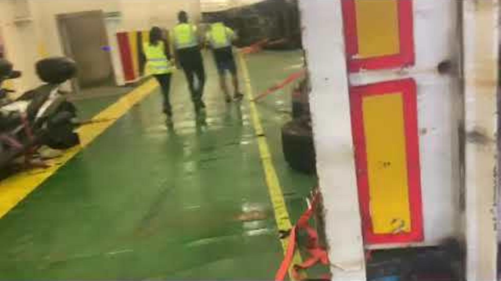 Bolquen diferents camions en un buc de Baleària a causa del temporal