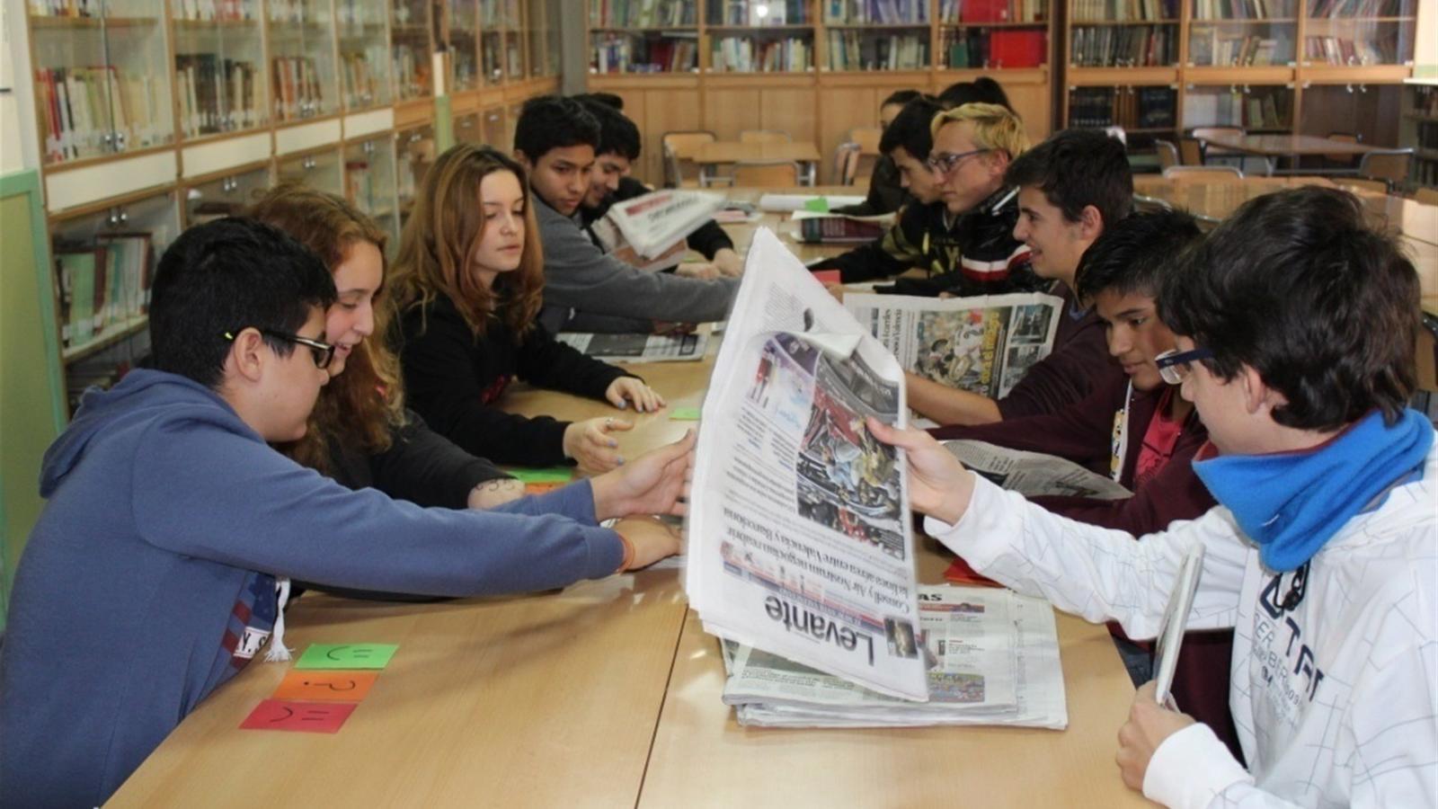 Els adolescents s'interessen pels mitjans d'informació si se'ls mostra la seva utilitat