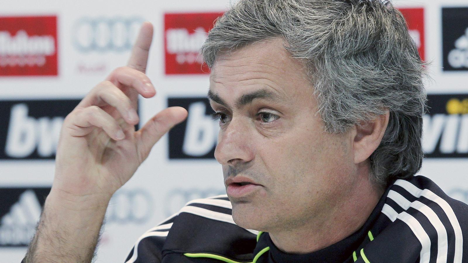 Mourinho assegura que ja no té edat per enviar missatgets
