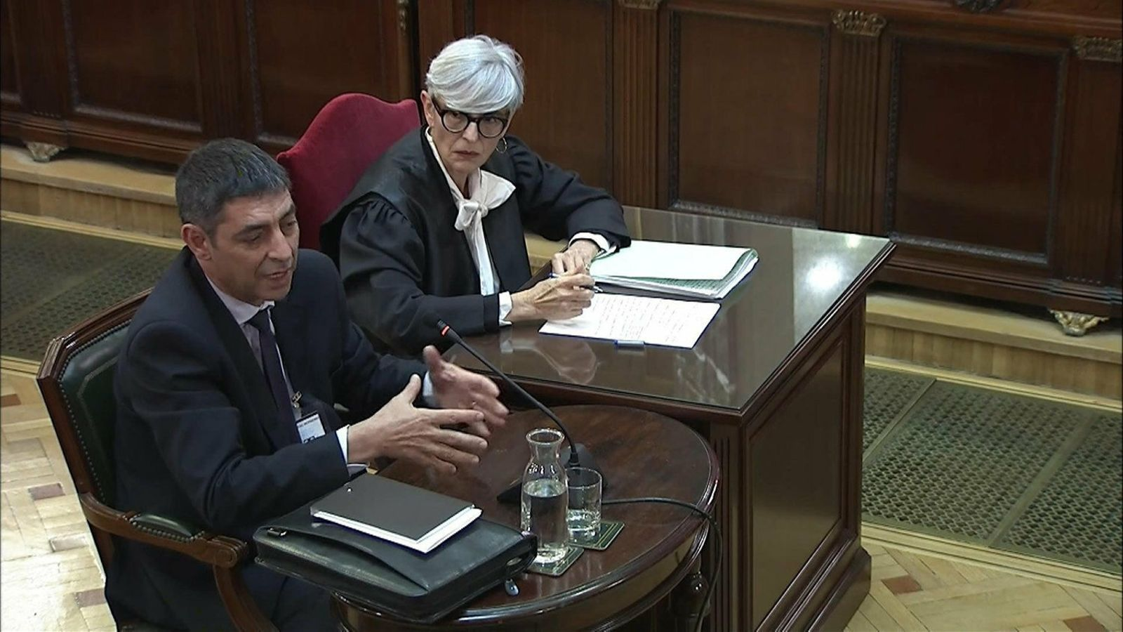 Trapero declarant sota la mirada de la seva advocada, Olga Tubau.