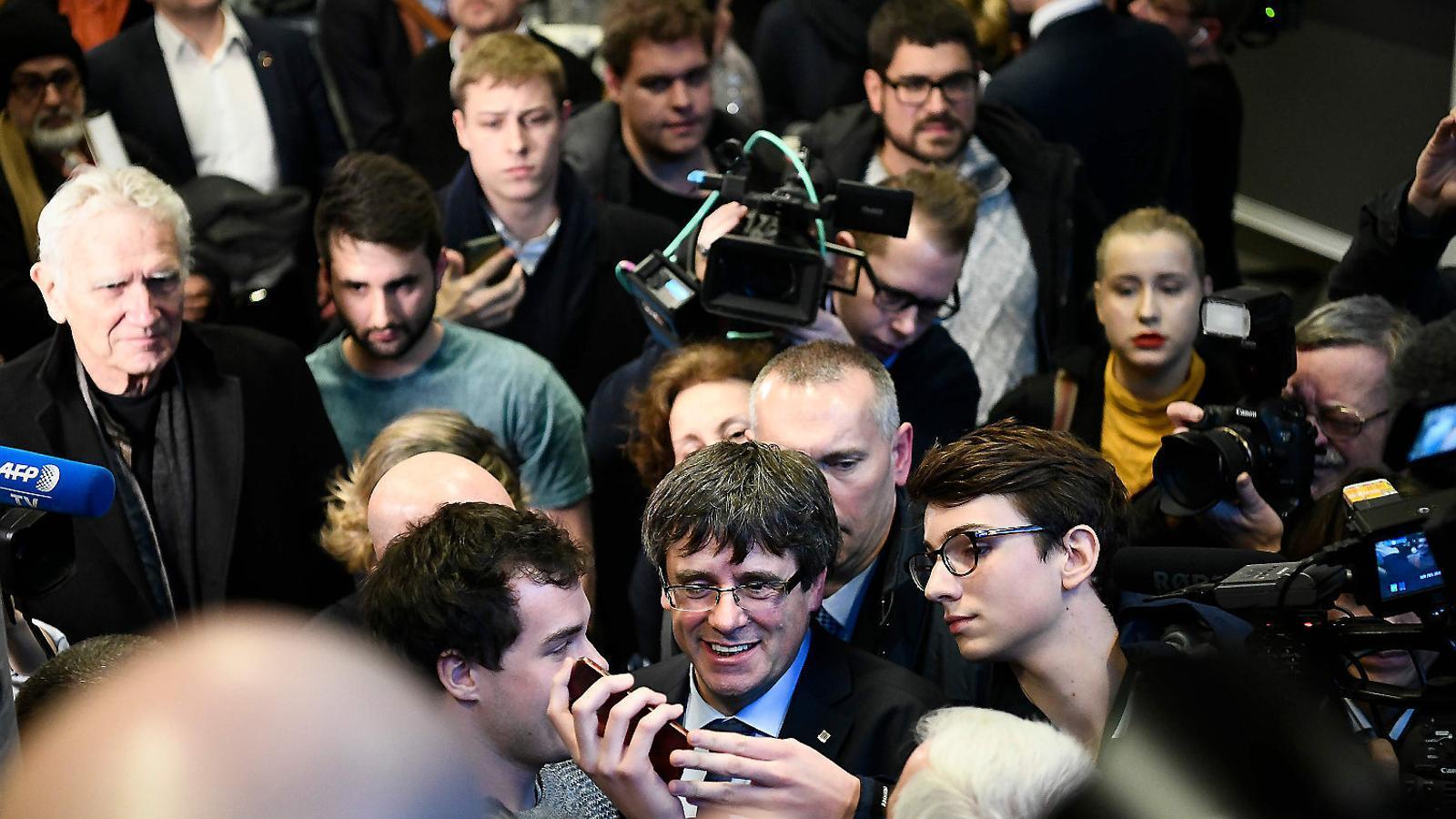 JxCat retira la petició de delegació de vot de Puigdemont per la investidura
