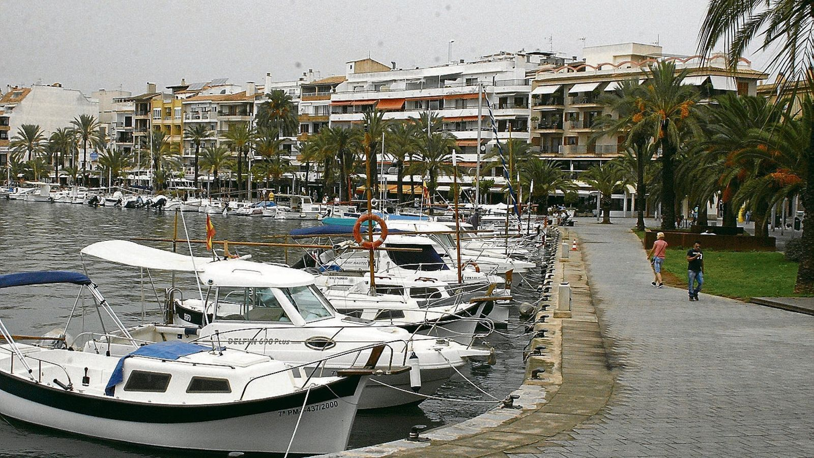 El port és un dels grans atractius i la majoria de residents no està a favor de la seva ampliació.