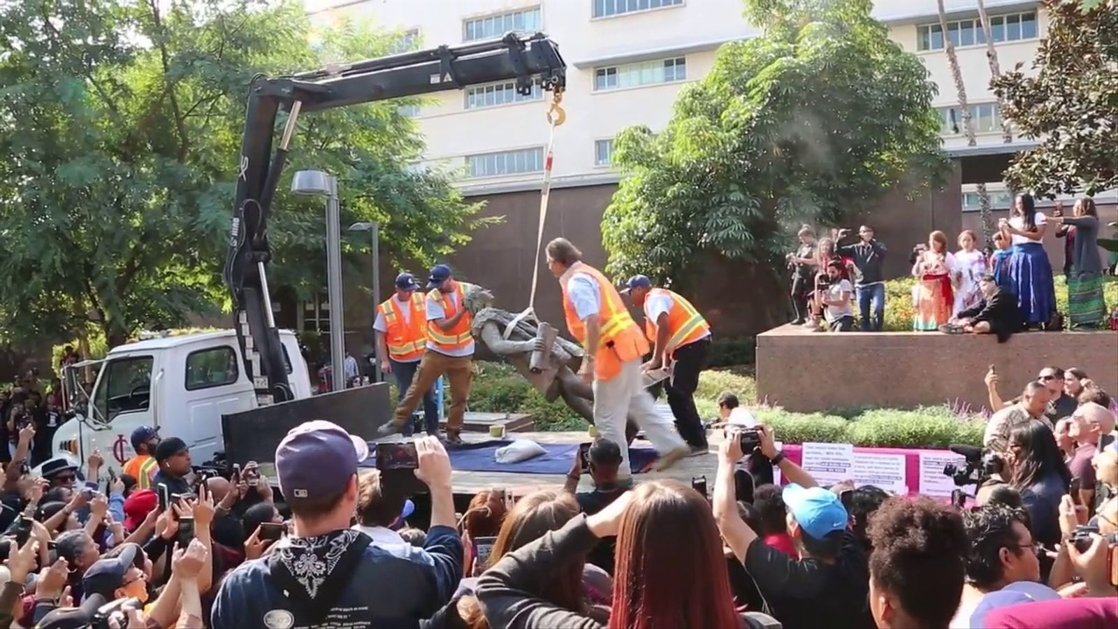 Los Angeles retira Cristòfor Colom del centre de la ciutat