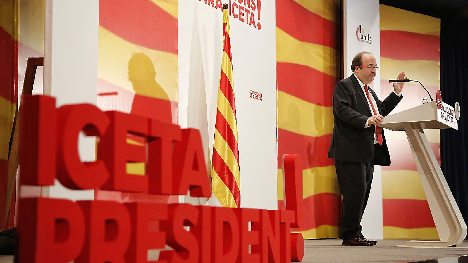 El candidat del PSC al 21-D, Miquel Iceta, ahir en un míting de campanya a Badalona.