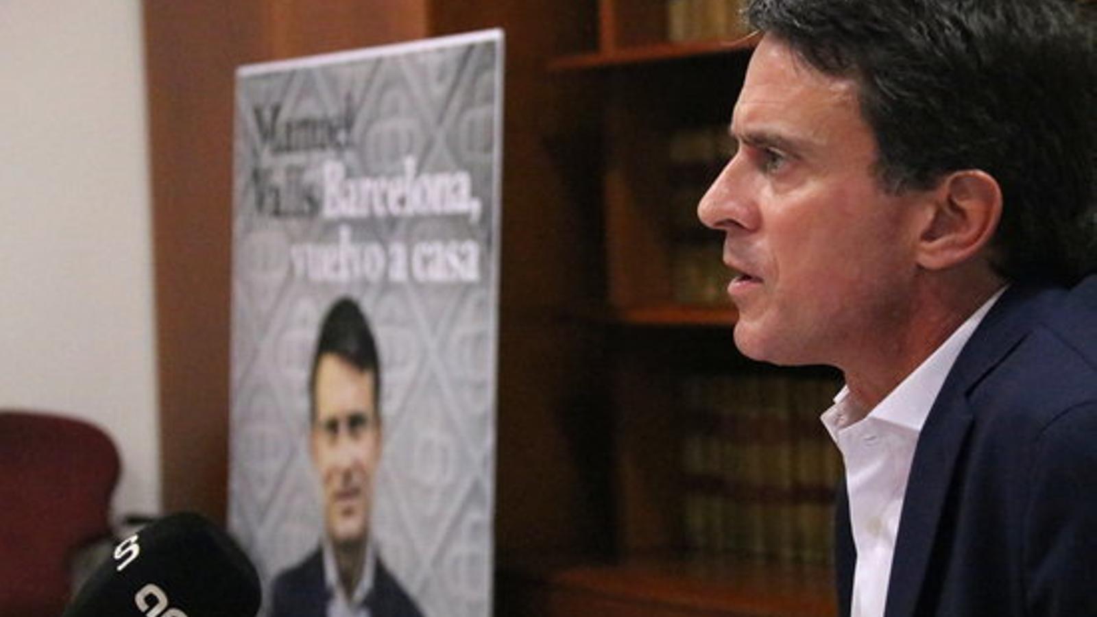 El candidat a l'alcaldia de Barcelona i exministre francès, Manuel Valls, en una entrevista amb l'ACN