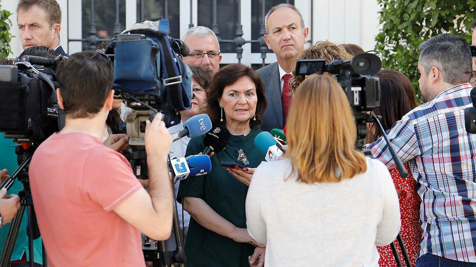 L'actual vicepresidenta del govern espanyol, Carmen Calvo, ahir atenent els mitjans des de Còrdova.