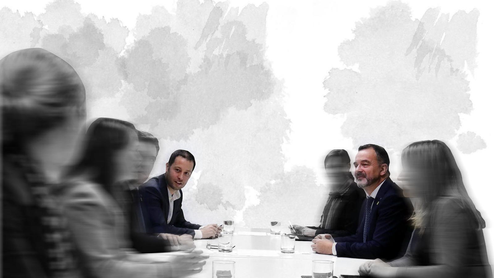 Imatge tractada digitalment a partir d'una foto d'arxiu, on es veu a Carles Garcias Hernández amb Alfred Bosch a una reunió de treball
