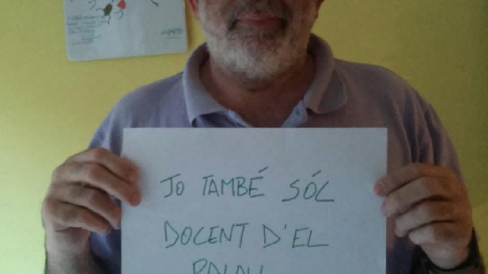 """""""Jo també soc docent del Palau"""": mobilització a les xarxes en suport dels nou professors de Sant Andreu de la Barca"""