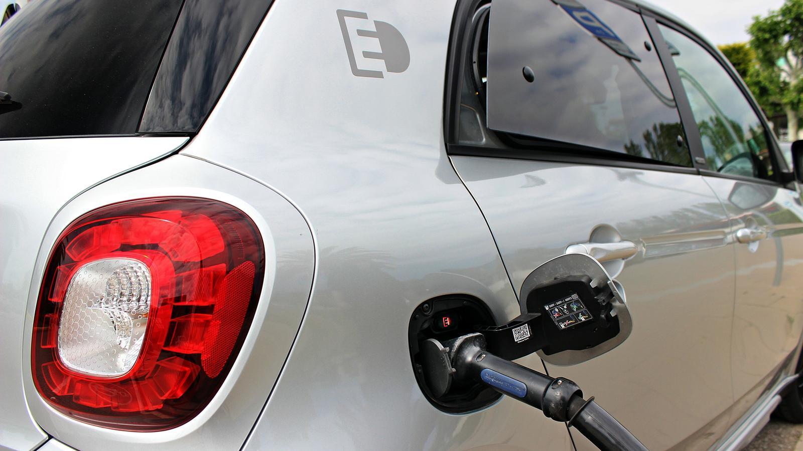 La Generalitat donarà ajudes de 5.500 euros per la compra d'un cotxe elèctric
