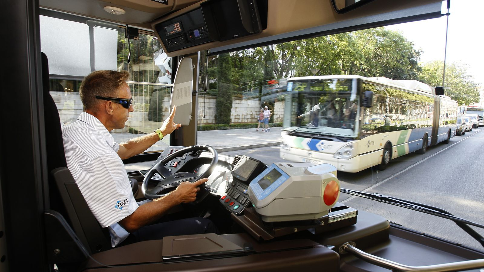 L'EMT presenta vuit nous autobusos que augmentaran les freqüències de quatre línies