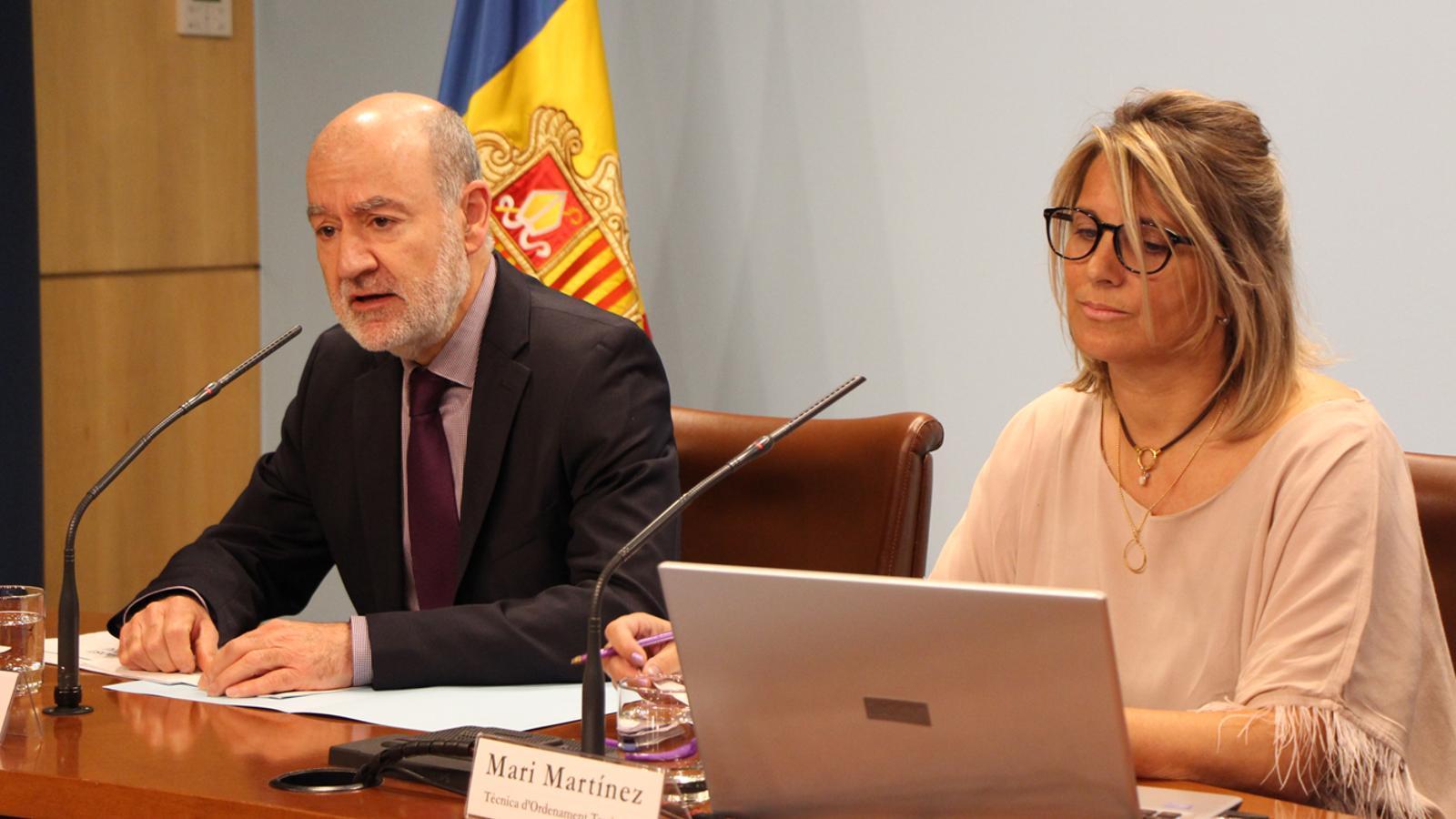 Manel Riera i Mari Martínez, presentant les propostes. / M. T. (ANA)